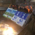 牛乳パックを使いホットドックを作るカートンドッグの作り方